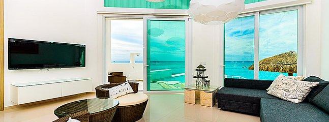 OCEANFRONT VILLA CASA ROJAS- 6 BR (8 BEDS) FOR 12 GUESTS