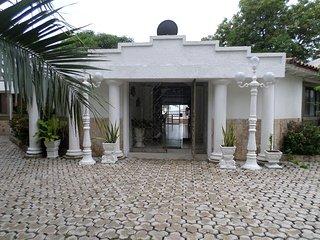 EXCLUSIVA CABAÑA ROCA DE PIEDRA HINCADA PARA SUS VACACIONES, Santa Marta