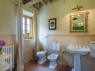 Inviting Tuscan Villa Near Lucca - Villa del Campo