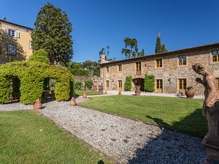 Borgo Bernardini. Stunning Retreat for 26 people with pool,piano,billiard,gym