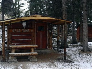 The Bear Cave Cabin close to Yellowstone National Park