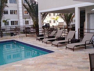 ótimo apartamneto com piscina,elevador,condomínio fechado.