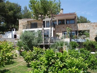 Stella, Stone & Rustic Villa, Walking Distance to Sitges Center, Private Pool