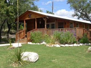 The Houston Cabin at The Feathered Horse Ranch B&B (Pet Friendly)