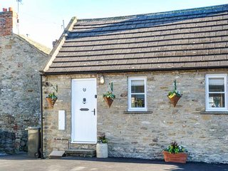 5 YOUNGS YARD, upside down cottage, woodburning stove, pet-friendly, Richmond, Ref 945106