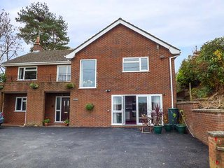 PLUM HILL APARTMENT, ground floor apartment, pet-friendly, WiFi, Oswestry, Ref