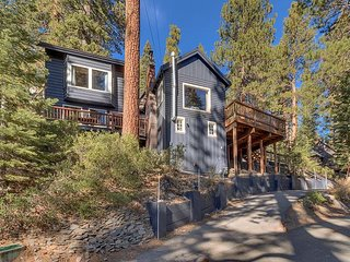 Jeffrey - Updated 3BR 3 Bath Cabin with Hot Tub - Walk to Private Beach!