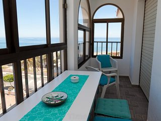 Estepona Beachfront Apartment ACUARIO