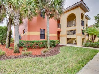 Quiet condo w/ shared pool - easy access to beach & golf