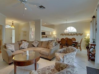 Gated community home w/private pool, community amenities - near golfing & more!