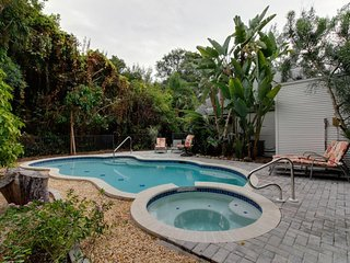 Chic home w/ private pool, hot tub, and covered lanai - snowbirds welcome!