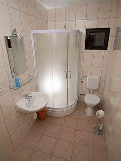 Nina(2+1): bathroom with toilet