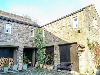 VALLEY VIEW first floor wing, character, WiFi, village location, in Burnsall
