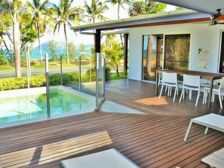 Banfields Retreat - on beachfront at Mission Beach