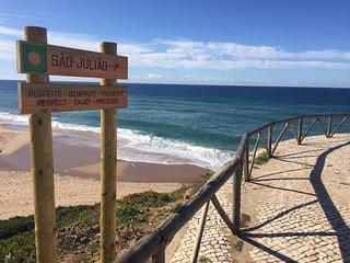 Tout confort Praia da Sao Juliao avec terrasse vue sur l'océan + piscine, Ericeira