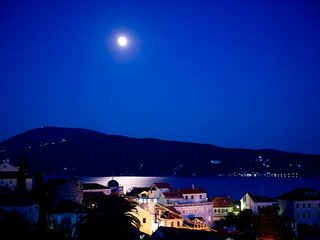 At Zuta Kuca (The Yellow House) 3 bedroom apartment, Traditional villa, old town, Herceg-Novi