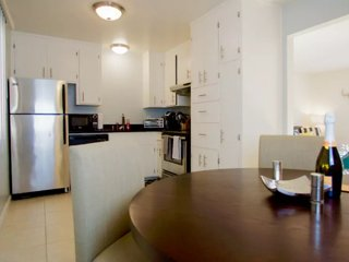 Modern Executive 2 Bedroom w/ Private Yard, Mountain View