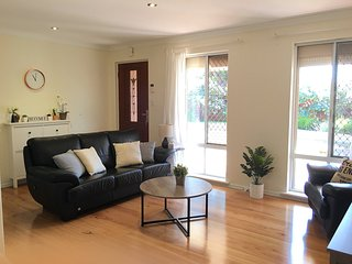 Cosy Cranford at Canning River near Cafes, Shops, Bakery, Pizza Restaurant