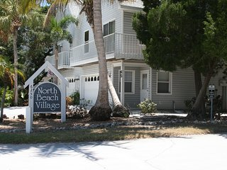 Latitude Adjustment ; Beautiful Luxurious Townhome, Heated Pool, Close to Beach