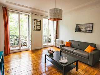 BIG, BRIGHT APARTMENT IN CENTRAL PARIS, NEAR BEAUBOURG