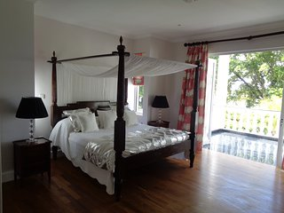 Deluxe double in Chateau Elysium with ocean view and sun terrace, Beau Vallon