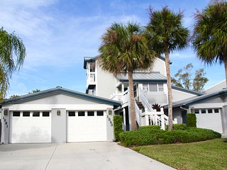 Beautiful Townhouse in Prime Location with Private Beach Access!