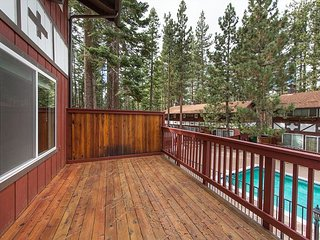 Mountain country condo next to Heavenly Resort