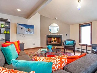 Convenient to Vail or Beaver Creek, Golf Course Community, Modern Eagle Vail Hom