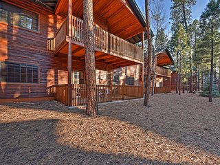 NEW! Inviting 3BR Pinetop Townhome w/Fireplace!, Pinetop-Lakeside