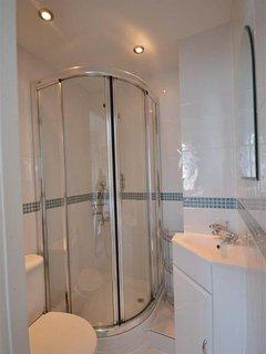 The en suite shower room.