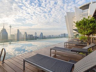High Floor | Infinity Pool & Bar | Free Yoga