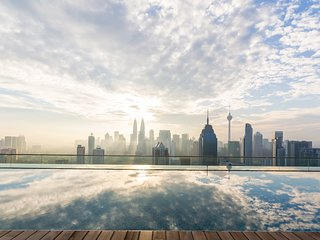 Comfy Apt, Rooftop Infinity Pool & Bar, Views