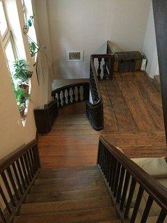 L'escalier du  XVIIe siècle, si vous aimez l'histoire, vous tomberez sous le charme.