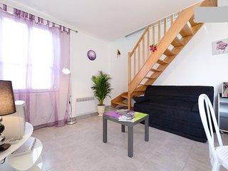 Appartement de 45 m2 duplex + clim tout confort a 7 minutes du centre.