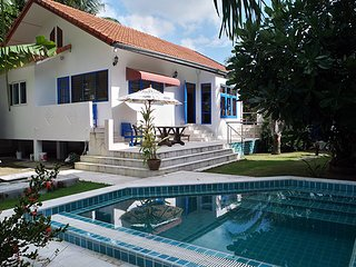 Private Villa with Swimming Pool, 50 meters from the Beach, Mae Nam