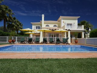 Top Family Villa with private pool, lounge bar and splendid garden at 7000 M2