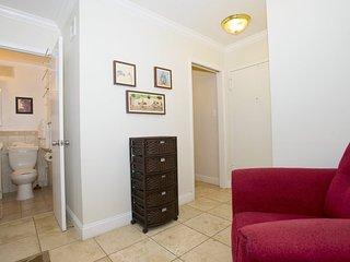 Lovely Junior 1 Bedrom, 1 Bathroom Apartment in Arlington - 2 Blocks to Rosslyn Metro