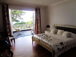 Deluxe double in Chateau Elysium with sunterrace and ocean view, Beau Vallon