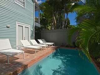 Alexandria's Secret - Breathtaking Home w/ Pvt Pool & Parking Steps to Duval, Key West