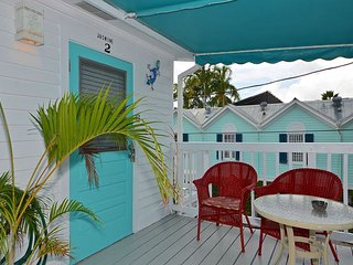 Jasmine Suite- Cute Suite w/ Balcony & Pvt Parking. Perfect Location by Duval, Cayo Hueso (Key West)