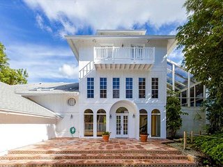 Direct Bay Front Captiva Home near Beach with Boat Dock