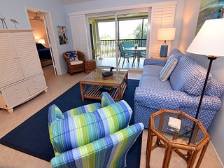 Gulf view Sandpiper Beach condo with extras and Free WIFI