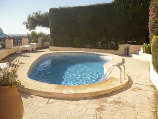 Villa Bouganvillea  Apartment B, sleeps 2, shared pool, sea views