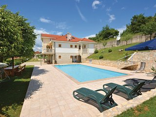 The villa is in a peacefull place in nature, Sinj