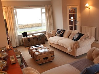 The Lookout, Beadnell, Wifi, Amazing sea views, enclosed garden, dogs welcome.