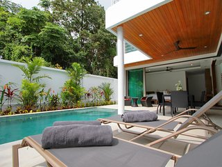 Ya Nui Beach Luxury Pool Villas, Located 450m From The Beach, Nai Harn
