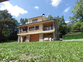 Casa de montaña rodeada de bosques y muy apropiada para grupos y familias
