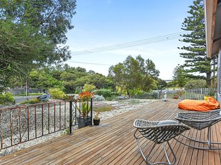 Unwind * 'Pelican Cottage' - Pet Friendly - Wifi - Goolwa North