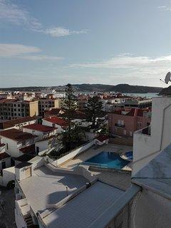 Terraço, vista baía e piscinas