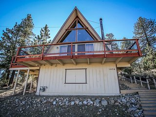 Meadow View Chalet Serene 2 BR East Area Retreat